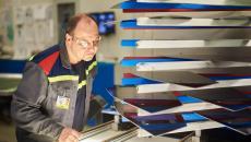 Aktualita AGC Automotive Czech - AGC Automotive postavil za 100 mil. Kč novou halu pro výrobu bočních skel